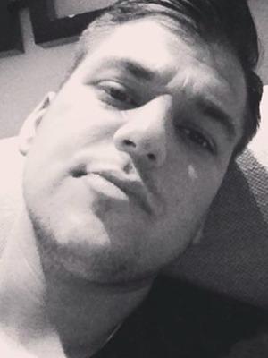Reclusive Rob Kardashian shares a rare selfie, September 2015.
