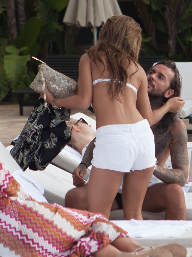 TOWIE newcomer Nicole Bass talks to Pete Wicks in Marbella. 27 Sep 2015.