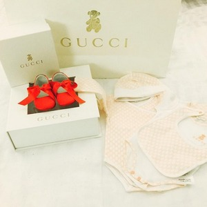 Rosa Mendes picks Gucci baby outfit for baby girl August