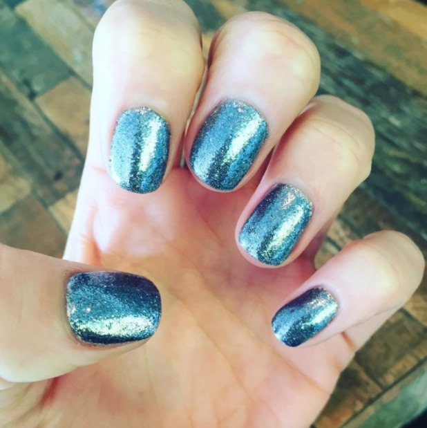 Jessie J shows off blue sparkly nails thanks to celebrity manicurist Kimmie Kyees, 7 October 2015