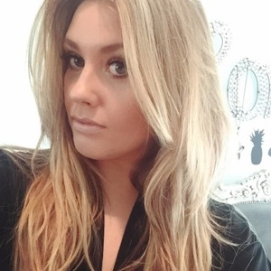 Ella Henderson dyes her hair a lighter shade of blonde and shares picture to Instagram 12th October 2015