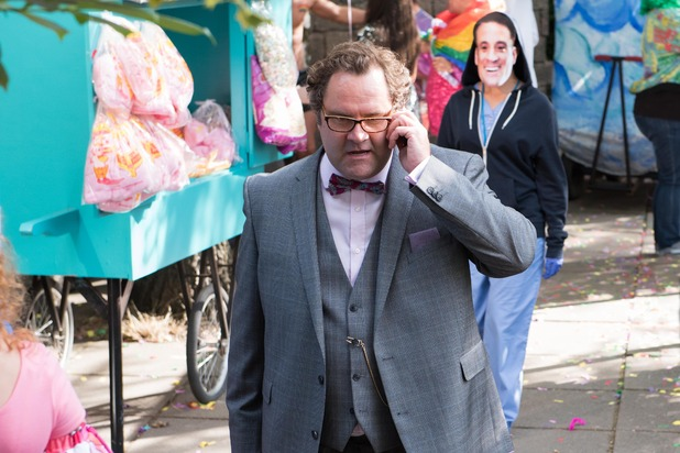 Hollyoaks, Dr S'Avage and the Gloved Hand Killer, Tue 20 Oct