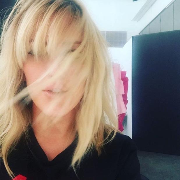 Ellie Goulding gets a new fringe by celebrity hairdresser Chris McMillan, 19 October 2015