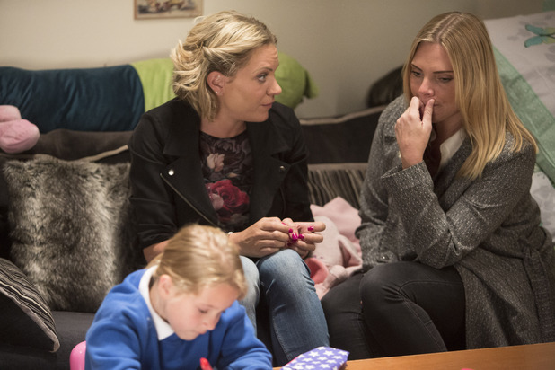EastEnders, Ronnie upset Roxy's leaving, Mon 9 Nov