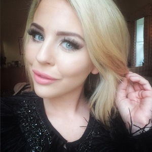 Lydia Bright selfie on TOWIE set, Instagram 6 November