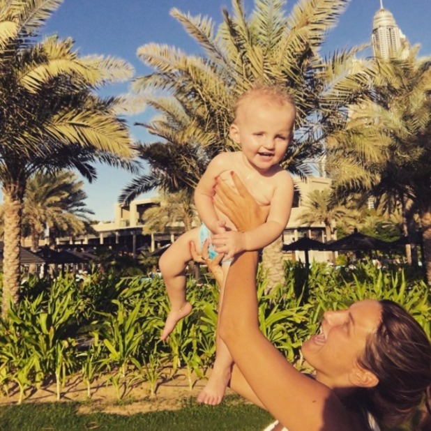 Sam Faiers spends time with niece Nelly in Dubai, 14 November 2015.