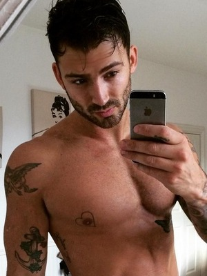 Jake Quickenden shows off the results of his gym routine with a topless mirror selfie, 18th November 2015