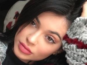 Copy Kylie Jenner's soft Thanksgiving make-up in 5 steps!