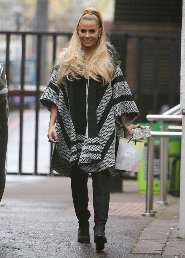 Katie Price outside the ITV studios - 25 November 2015.