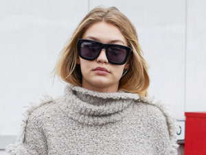 Gigi Hadid arrives in London looking stylish as ever!