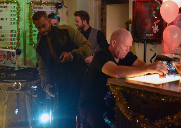 EastEnders, Vincent plants a gun on Phil, Thu 10 Dec