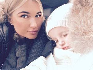 Billie Faiers and daughter Nelly on the way home from the Cotswolds 15 December