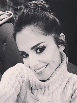 Cheryl Fernandez-Versini shares selfie with instagram fans, December 2015
