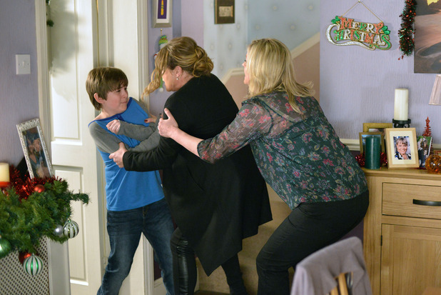 EastEnders, Beales and Mitchells come to blows, Fri 25 Dec