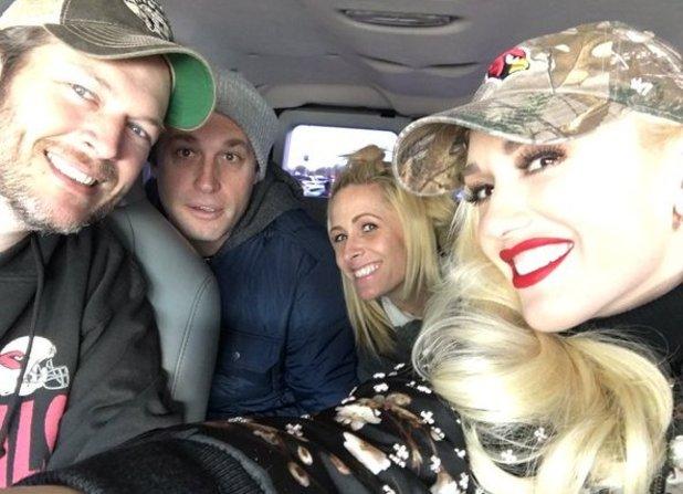 Gwen Stefani Twitter photo with Blake Shelton, 27/12/15