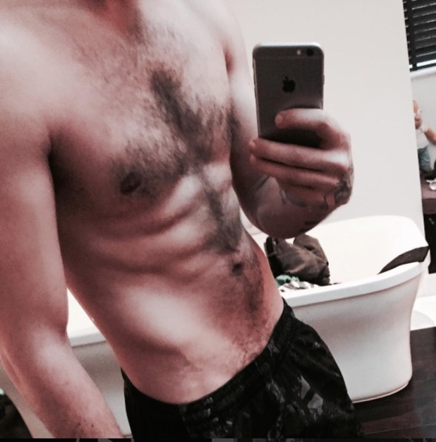 Liam Payne shows off abs