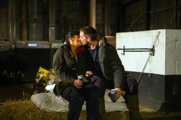 Emmerdale, Pete kisses Moira, Mon 11 Jan