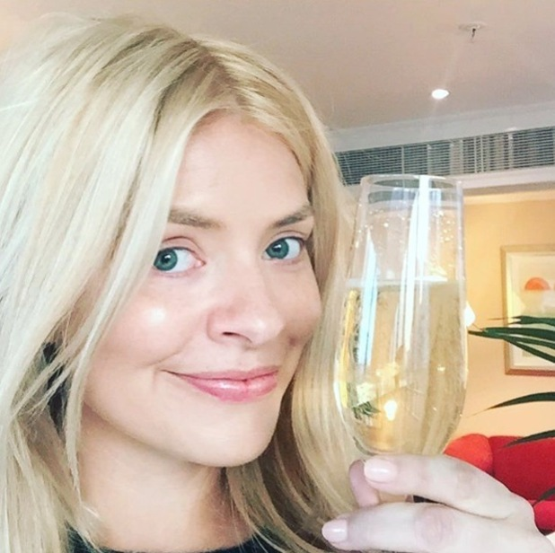 Holly Willoughby posts no make-up selfie to Instagram before NTAs appearance, 20th January 2016