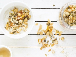 Breakfast Nuttiness: Seed and Nut porridge recipe with Quaker Oats
