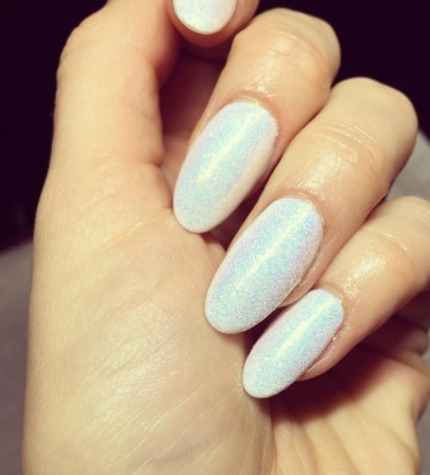 Jessie J shows off white, sparkly nails by Kimmie Kyees, 25 January 2016