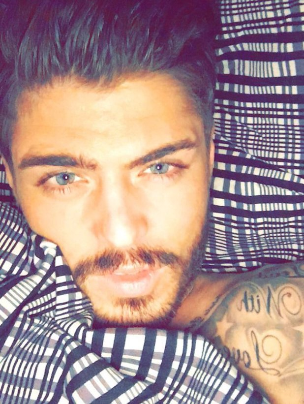 Sam Reece shares bedtime selfie, February 2016.