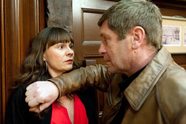 Emmerdale, Gordon threatens Chas, Mon 29 Feb