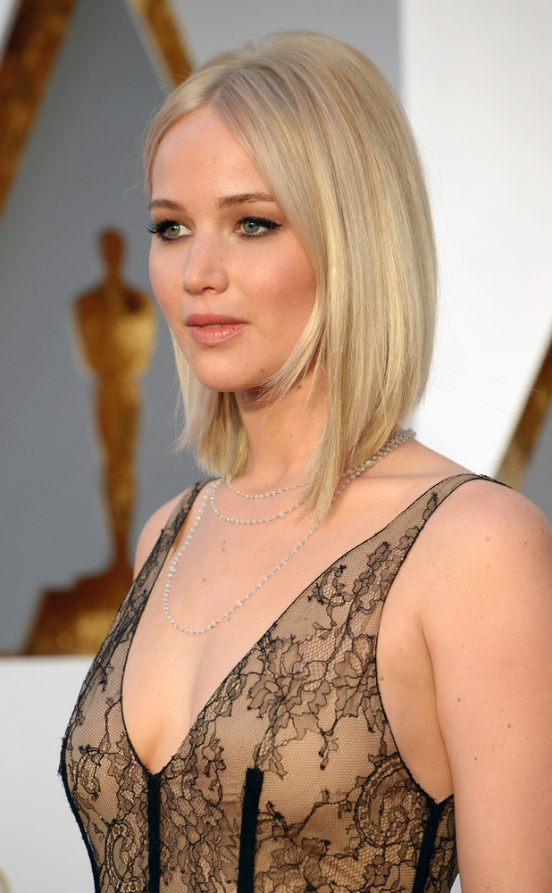 Jennifer Lawrence attends the 88th Annual Academy Awards at Hollywood ...: www.reveal.co.uk/beauty/news/a683338/jennifer-lawrence-gives-us...