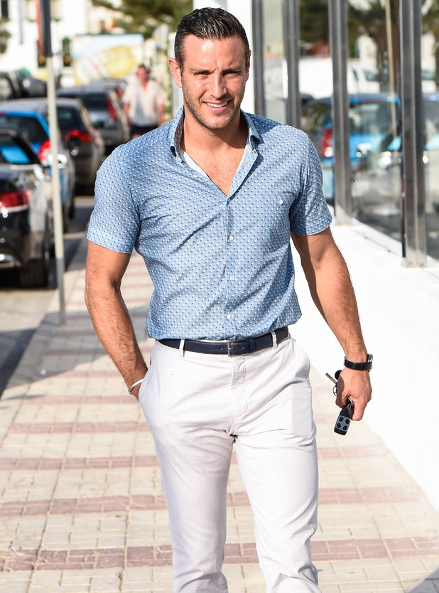 Elliott Wright arrives at his restaurant Olivia's La Cala ahead of filming for 'The Only Way Is Marbs' 24 September 2015