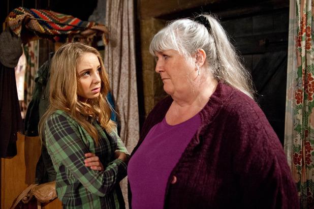 Emmerdale, Lisa tells Belle she's going to sell, Mon 21 Mar