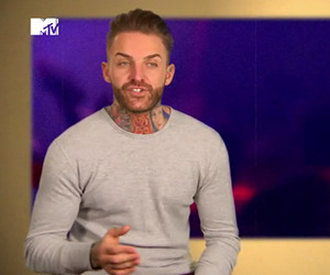 Geordie Shore Series 12, Episode 4 Holly tells the lads she's back with Kyle Christie