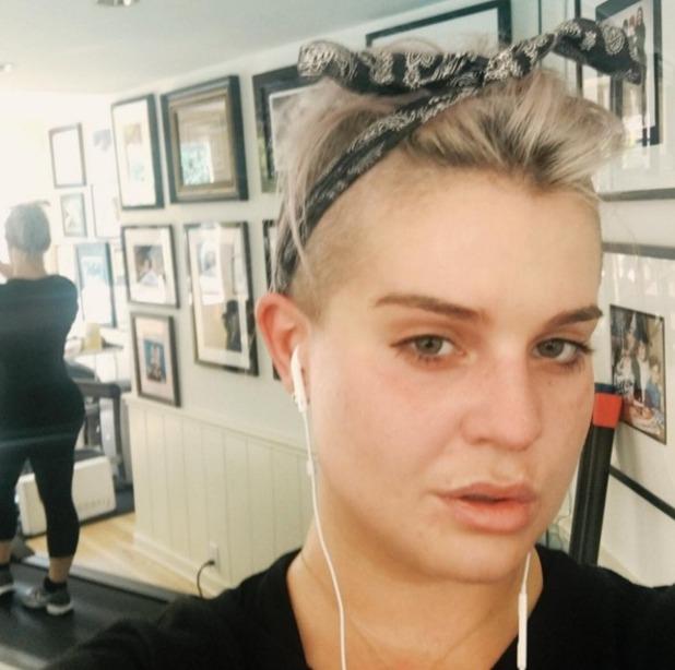 Kelly Osbourne, no make-up selfie, 4 April 2016