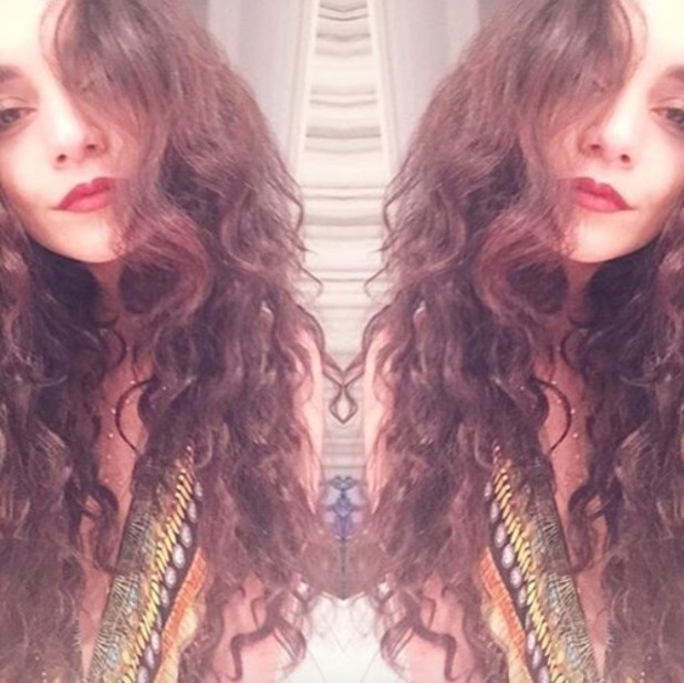 Vanessa Hudgens selfie with long, curly hair extensions, 10 April 2016