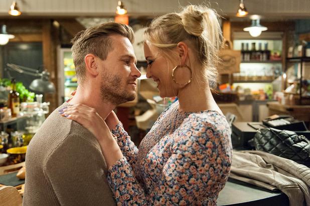 Emmerdale, David kisses Tracy, Mon 25 Apr