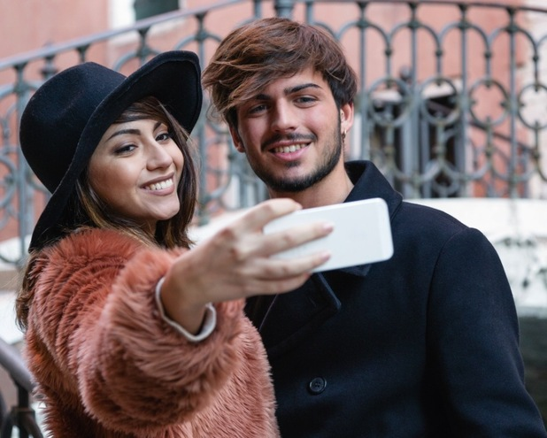 According to British singles, taking a selfie on a first date is a deal breaker