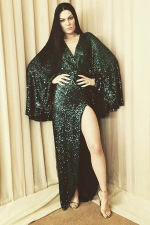 Jessie J wears long brunette wig to Indonesian Choice Awards, 29 May 2016