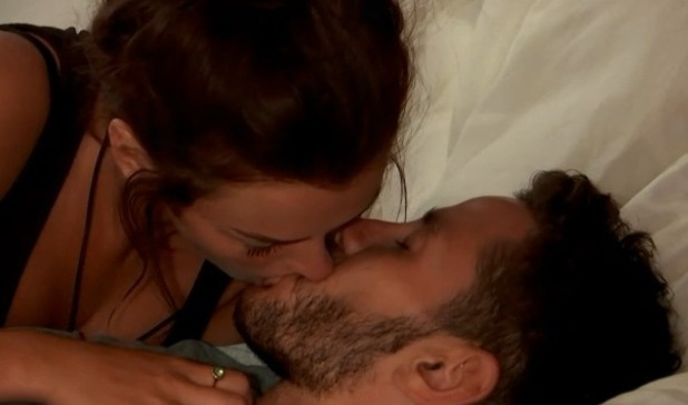 Scott Thomas and Kady McDermott kiss on Love Island 2 June