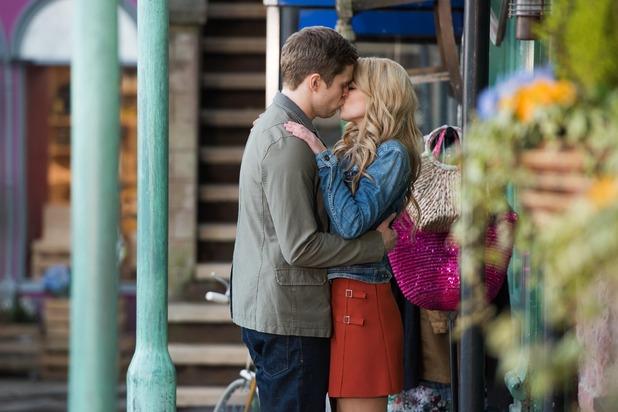 Hollyoaks, Holly and Nathan kiss, Wed 1 Jun