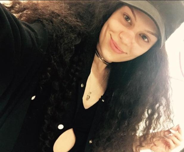 Jessie J rocks long dark curly wig, 31 May 2016
