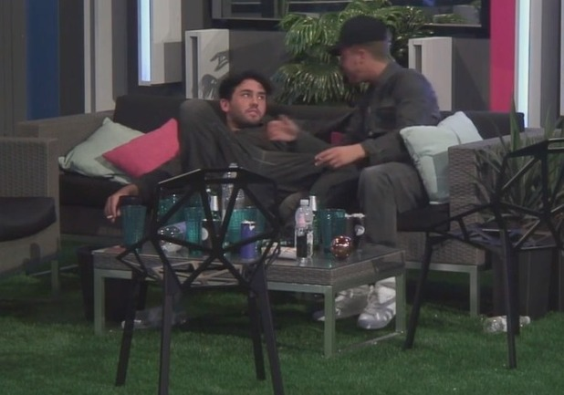 BB's Ryan Ruckledge and Hughie Maughan kiss - 16 June 2016