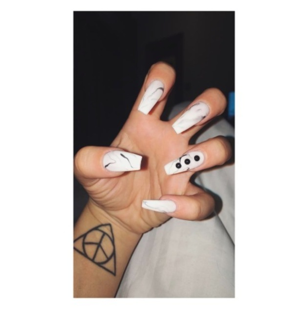 Geordie Shore's Charlotte Crosby shows off her marble effect nails on Instagram, 10th June 2016