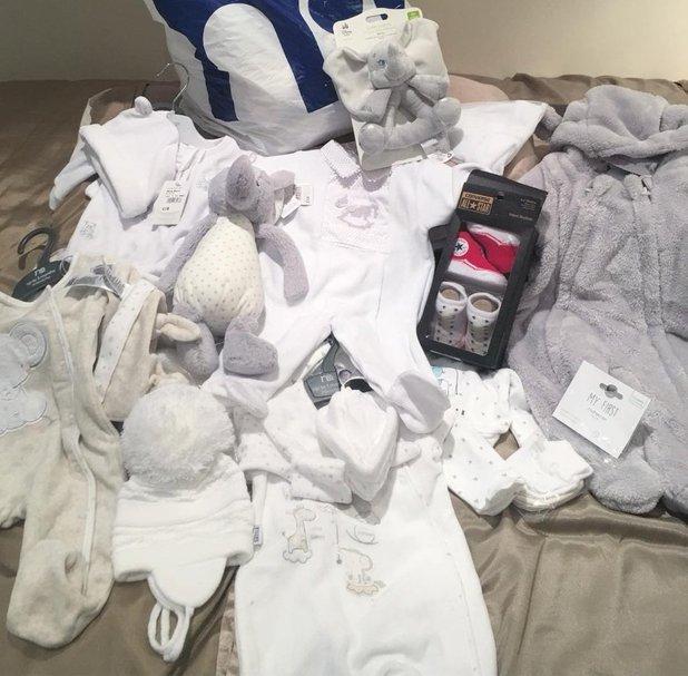 Stephanie Davis shops for more baby clothes - 22 June 2016