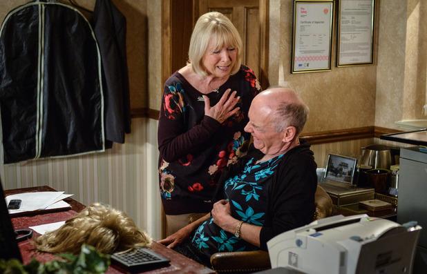 EastEnders, Pam panics when Les has a heart attack, thu 30 Jun