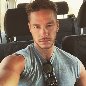 Scott Thomas shares first post Love Island selfie - 12 July 2016