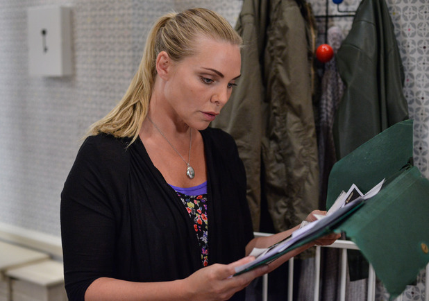 EastEnders, Ronnie discovers info on Andy, Tue 2 Aug