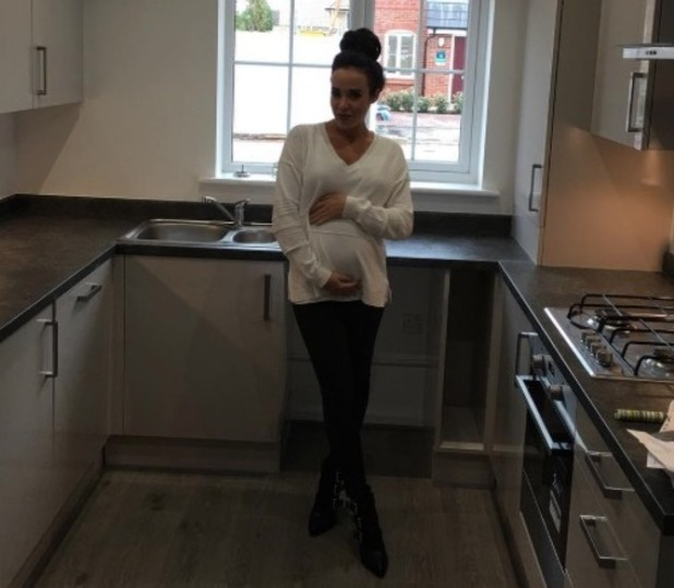 Stephanie Davis poses for new baby bump picture in her new house - 25 July 2016