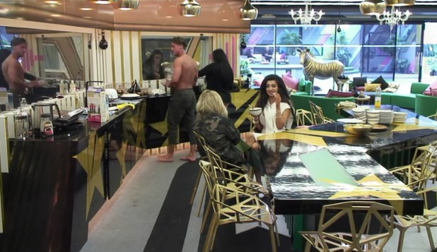 CBB: Stephen Bear returns to the house after being kept apart from the night 5 August 2016