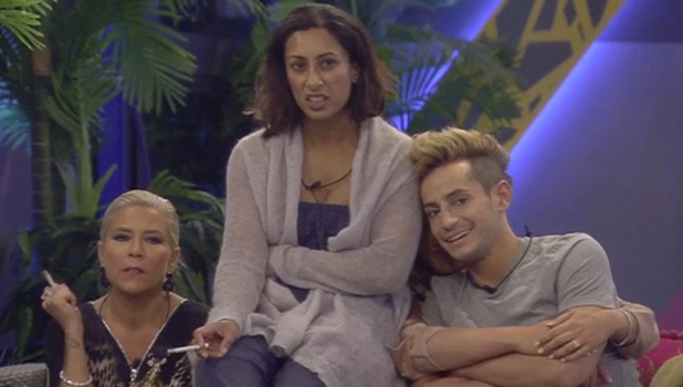 CBB: Chloe massages Bear in the bathroom, oblivious to housemates watching from garden 9 August 2016