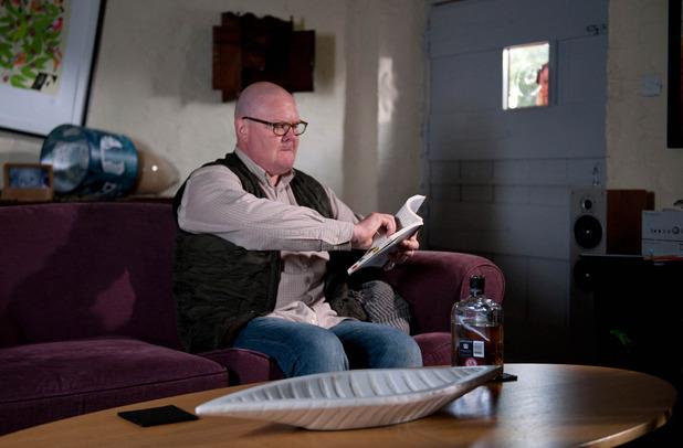 Emmerdale, Paddy locks himself in Smithy, Fri 16 Sep