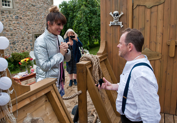 Emmerdale, Dan proposes to Kerry, Fri 23 Sep