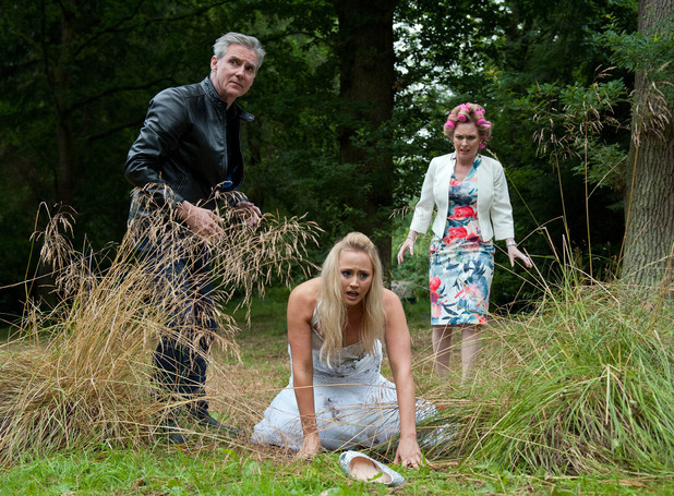 Emmerdale, Tracy tries to get to her wedding, Thu 22 Sep